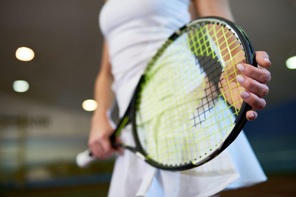 cordage de sa raquette de tennis